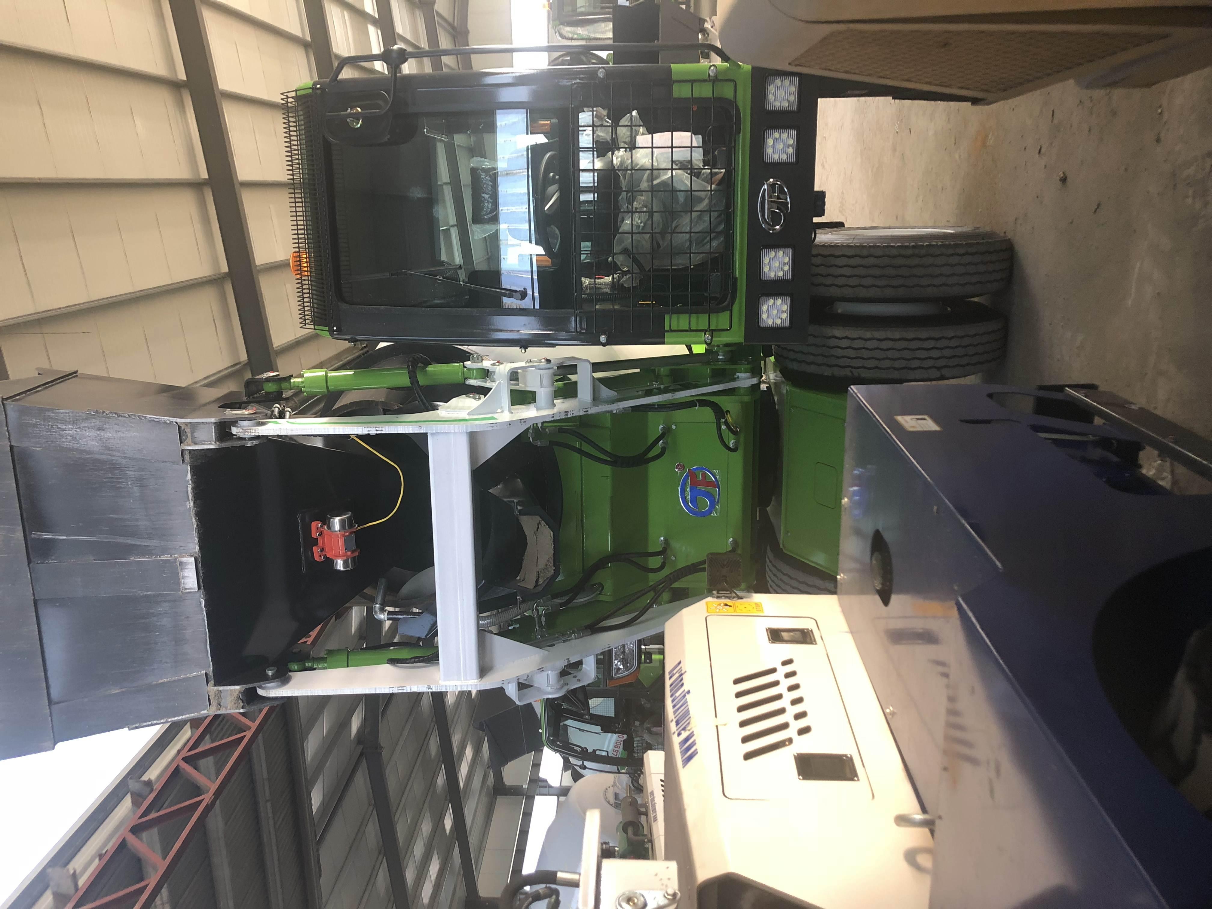 爬梯式混凝土搅拌机定期检查油雾装置的可靠!